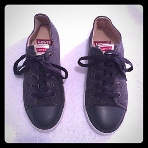 Levi's - Charcoal Gray Tennis Shoes